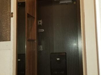 玄関収納、収納物に合わせた物を設置しスッキリ収納!!